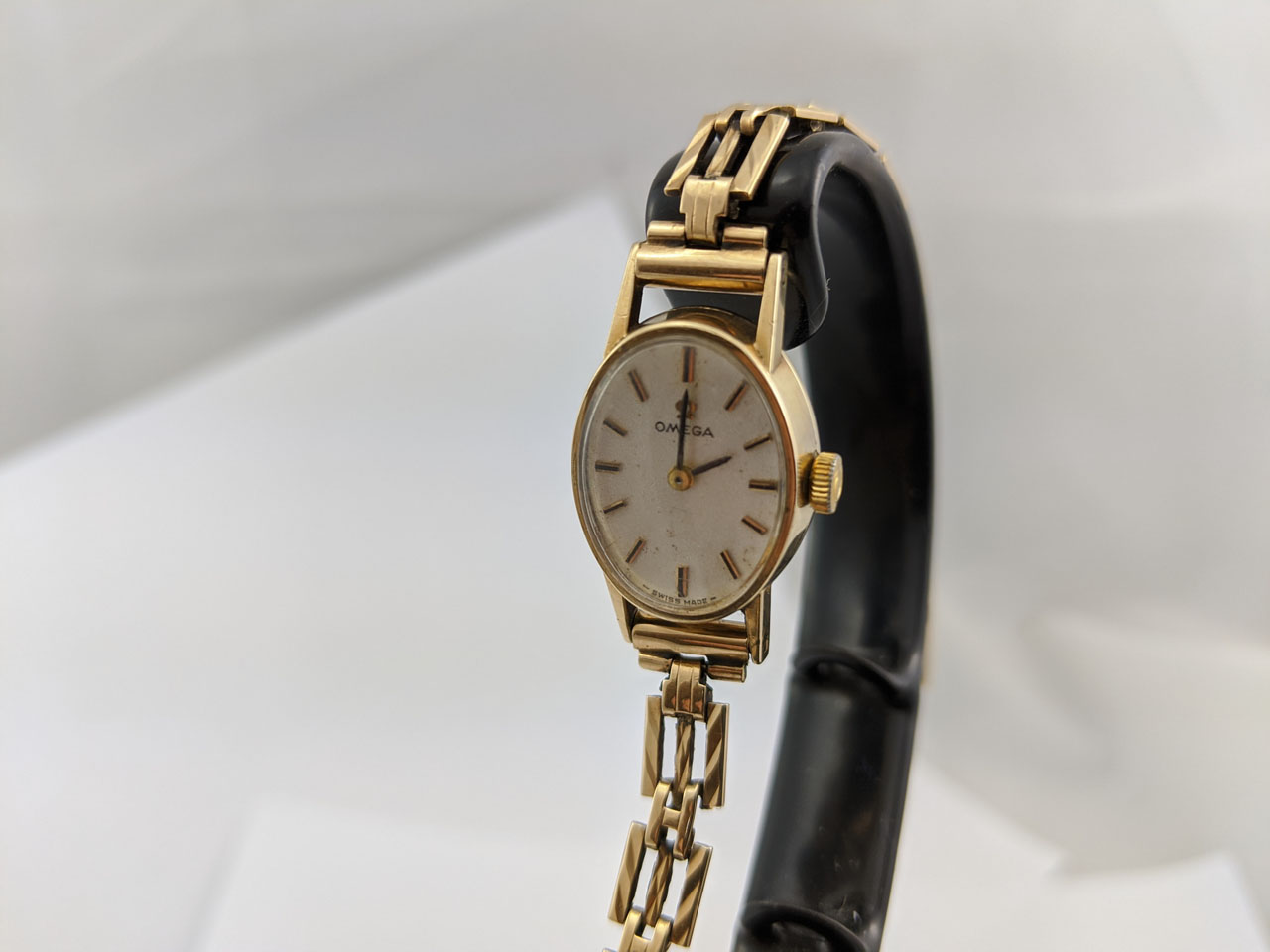 Omega Ladies 9ct gold cal.481